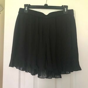 Black Pleated Dress Shorts M